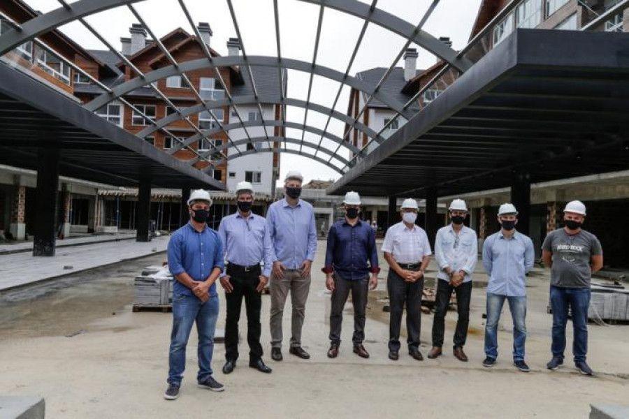 Vereadores visitam estrutura do complexo Vita Mall