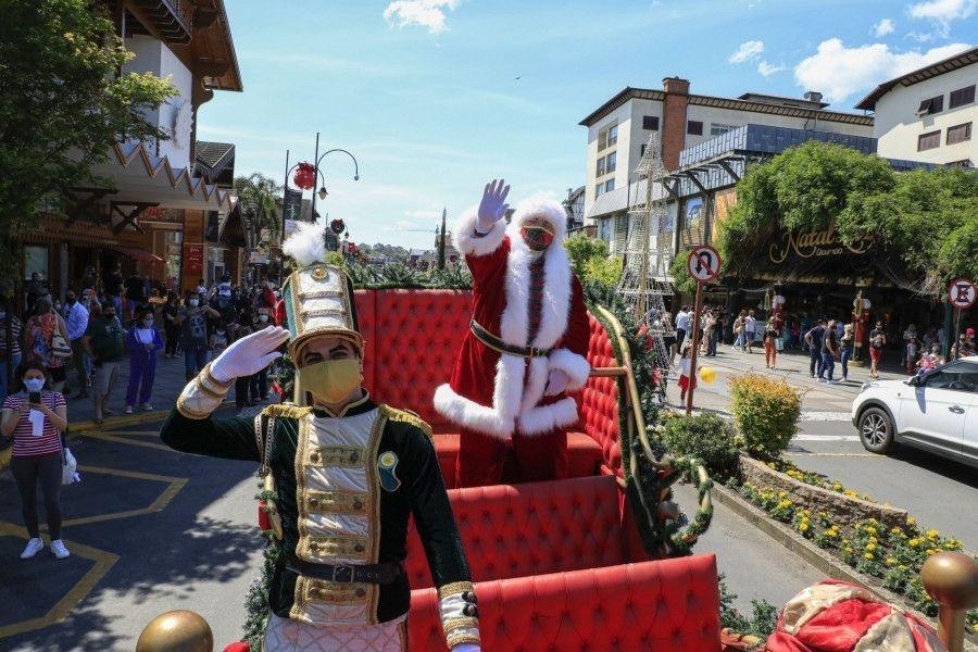 Natal Luz teve chegada do Papai Noel, Tannenbaumfest e estreia de nova atração