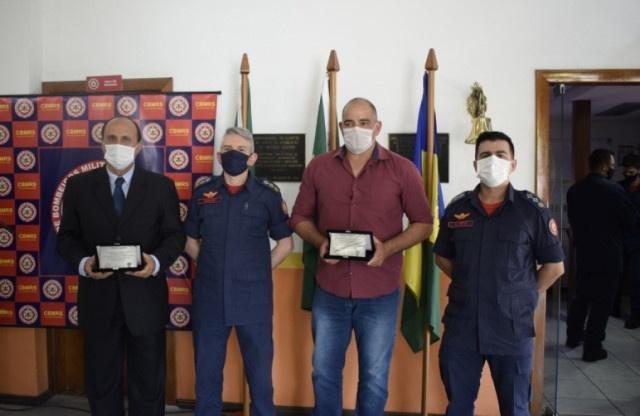 Corpo de Bombeiros realiza homenagem à Prefeitura Municipal de Gramado