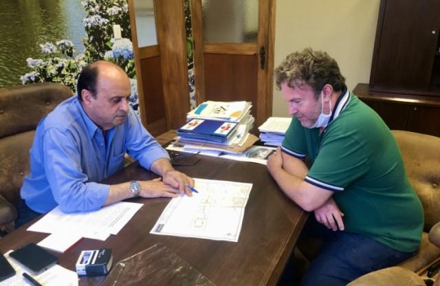 Prefeitura recebe projeto de rede de esgotos para a Vila Suíça